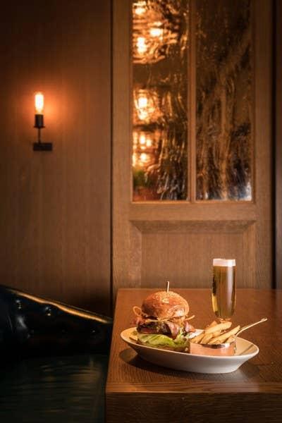 メインは人気のオークドアバーガー、ソールズベリーステーキとガーデンバーガーから選べるお得なランチセット!