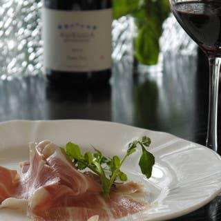 ワインを美味しく楽しむ!イタリア産プロシュートや、レバーパテなどワインを引き立てるつまみが盛りだくさん!