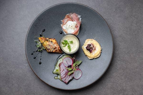 【ランチプリフィクスコース】前菜盛り合わせ、選べるパスタ、お肉又はお魚メイン料理、デザートの全4品