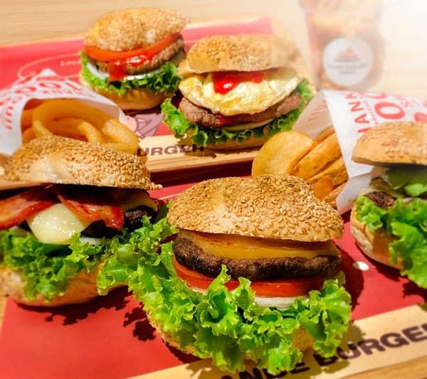 選べる!人気のハンバーガー+ポテトorオニオンリング+ドリンクが1200円!!